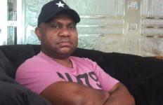 Bupati Dogiyai Papua Luncurkan Portal Berita di Kandang Ternak, Begini Penjelasannya - JPNN.com
