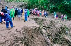 Banjir Bandang Sapu Nagari Bukik Batabuah, Ladang dan Kebun Warga Rusak - JPNN.com