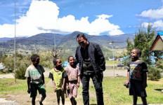 Bertugas di Papua, Kombes Iqbal Mendapat Kiriman Ketupat Opor Ayam dari Istrinya, Tetapi Hanya Foto - JPNN.com