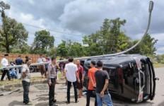 Mobil Mantan Bupati Bungo Terguling Lalu Hantam Tiang Listrik, Begini Kondisinya - JPNN.com