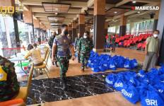 KSAD Serahkan Ribuan Bingkisan Lebaran untuk Prajurit Hingga Petugas Kebersihan - JPNN.com