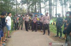 Lagi Asyik Berwisata, Orang-orang Ini Dibubarkan Polisi dan TNI - JPNN.com