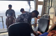 TNI AL Selamatkan 27 ABK KM Sinar Mas yang Alami Kebakaran - JPNN.com