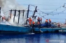 KM Sinar Mas Terbakar, TNI AL Selamatkan 27 ABK - JPNN.com