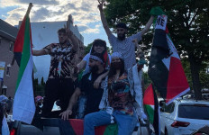 Dukung Palestina, Bella Hadid Turun ke Jalan - JPNN.com