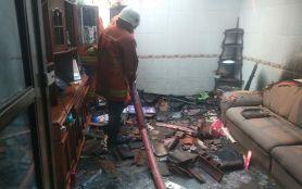 Ditinggal Hariyanto Mudik, Rumah di Tegalsari Dilalap Si Jago Merah- JPNN.com Jatim