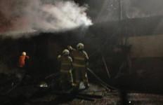 Kebakaran Hanguskan Lima Kios Buku di Senen - JPNN.com