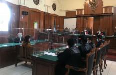 Hakim Tolak Ekesepsi Stella Monica, Sidang Kasus Curhat Layanan Kecantikan Tetap Dilanjutkan - JPNN.com