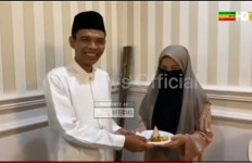 Ustaz Abdul Somad Rayakan Milad Bersama Fatimah, Mesra Sekali - JPNN.com