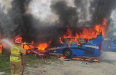 Usai Diparkir, Bus Transjabodetabek Terbakar di Jaksel, Lihat Fotonya - JPNN.com