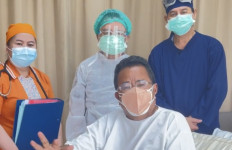 Terbaring di Rumah Sakit, Hotman Paris: Masih Opname Malam Ini - JPNN.com