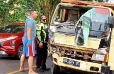 Kecelakaan Maut Truk Vs Pikap, Fauzilah Tewas Terjepit, Kemas Enung Sekarat - JPNN.com