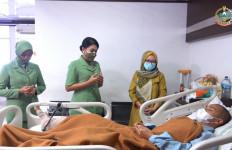 Istri Jenderal Andika Besuk Prajurit yang Tertembak di Perbatasan - JPNN.com