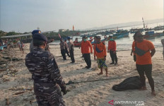 Kapal Dihantam Ombak Pantai Pangandaran, Terbalik Lalu Tenggelam, 3 Orang Hilang - JPNN.com