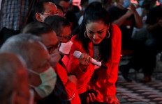 Saat Krisdayanti Ajak Hasto Bernyanyi di Yogyakarta - JPNN.com