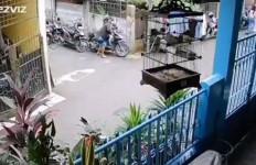 Aksi Pria Ini Sungguh Nekat, Viral di Media Sosial, Kini Sudah Ditangkap - JPNN.com