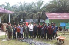 Prajurit TNI Yonif 645 Sambangi Ponpes Quran Hadist Al-Hikam Sambas, Begini Reaksi Ustaz Yudhi - JPNN.com