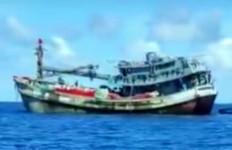 Kapal Asing Makin Merajalela Mencuri Ikan di Laut Natuna, Kerap Mengintimidasi Nelayan Lokal - JPNN.com