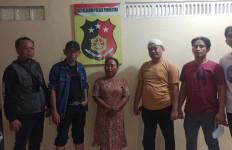 Mbak Rohaya Brutal Banget, Saroni Ditebas Pakai Parang, Banjir Darah - JPNN.com