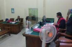 Jaksa Rengga dan 2 Panitera Jalani Sidang Perdana, Ini Dakwaannya - JPNN.com