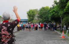Puluhan Pasien Positif Covid-19 Semangat Menyambut Kedatangan Ganjar, Halo Pak! - JPNN.com