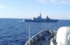 Lihat Nih, KRI Diponegoro-365 Berpapasan dengan Kapal Perang Asing, Lantas… - JPNN.com