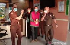 Diduga Korupsi Dana Desa, Kades Bedegung Dijebloskan ke Tahanan - JPNN.com