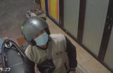 Pelaku Curanmor di Jaksel Terekam CCTV, Videonya Viral, Tuh Lihat - JPNN.com