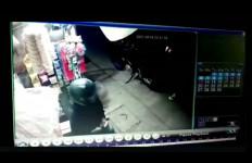 Peristiwa Ini Terjadi di Bandung, Terekam CCTV, Ngeri - JPNN.com