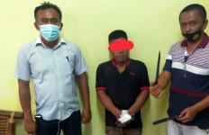 Cekcok di Warung Tuak, EKG Tusuk Teman Sendiri, Kiranta Tewas Bersimbah Darah - JPNN.com