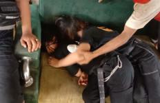 2 Remaja Perempuan Ditemukan Tak Sadarkan Diri, Oh Ternyata - JPNN.com