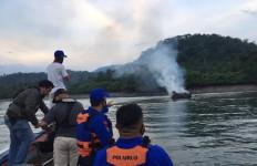 Puluhan Orang Mengadang Kapal Motor, Lalu Membakar, Bum, Ada Nakhoda-10 ABK - JPNN.com