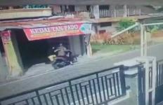 Aksi Heroik Wanita Gagalkan Penjambretan, Terekam CCTV, Begini Ceritanya - JPNN.com
