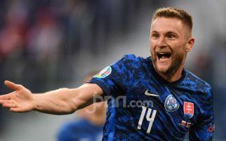 Bek Inter Milan Bawa Slovakia Ungguli Polandia