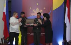 Filipina Beri Gelar Kehormatan kepada Mendiang Harry Sinyo Sarundajang - JPNN.com