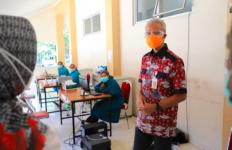 Ganjar Beri Semangat untuk Pasien Covid-19 di Klaten - JPNN.com