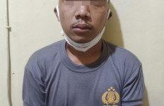 Berkaus Polisi, DKS Mencuri di Masjid, Astagfirullah - JPNN.com