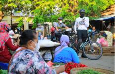 Pak Ganjar Keliling Pasar, Tegur Warga yang Langgar Protokol Kesehatan - JPNN.com