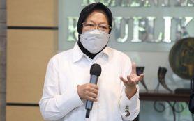 Bu Risma Bagi-bagi Telur Matang kepada Warga DKI Jakarta- JPNN.com Jatim