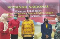 Merlin Kalawen, Mahasiswa Papua yang Betah Kuliah di Surabaya dan Dapat Ibu Angkat - JPNN.com