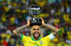 Sudah 38 Tahun, Dani Alves Tetap Dibutuhkan Brasil di Olimpiade Tokyo 2020 - JPNN.com