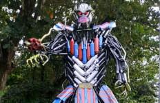 Unik dan Kreatif, Satlantas Polres Kendari Ubah Knalpot Sitaan jadi Robot Transformer - JPNN.com