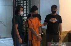 Tanpa Aba-aba, Preman Pasar Pukul Kepala Pengendara Motor - JPNN.com