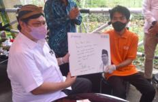 Kunjungi Pemilik Martabak Move On, Menko Airlangga Bilang Begini - JPNN.com