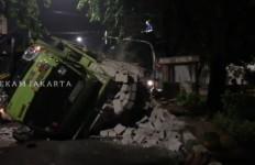 Truk Kecelakaan di Permata Hijau Jaksel, Penyebabnya Bikin Geleng Kepala - JPNN.com