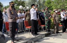 Temui Demonstran, Wali Kota Eri Lempar Sebagian ke Gubernur Khofifah - JPNN.com