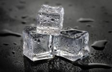 4 Manfaat Es Batu untuk Kecantikan Kulit Wajah - JPNN.com