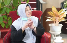 Siti Fadilah Supari Heran Mutasi Virus Corona Sudah 4 Ribu Kali, Vaksinasi Masih Tetap Jalan - JPNN.com