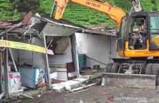 61 Bangunan PKL di Puncak Bogor Dibongkar - JPNN.com