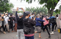Simpatisan Habib Rizieq Terlibat Bentrok dengan Polisi, Lihat - JPNN.com